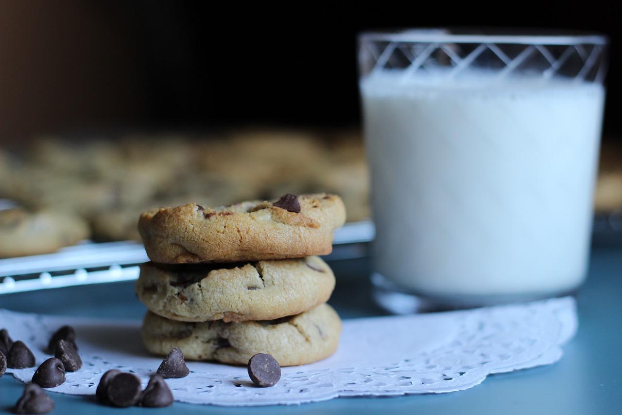 Cookies & Milk.Image by Musaed subaie>Pixabay